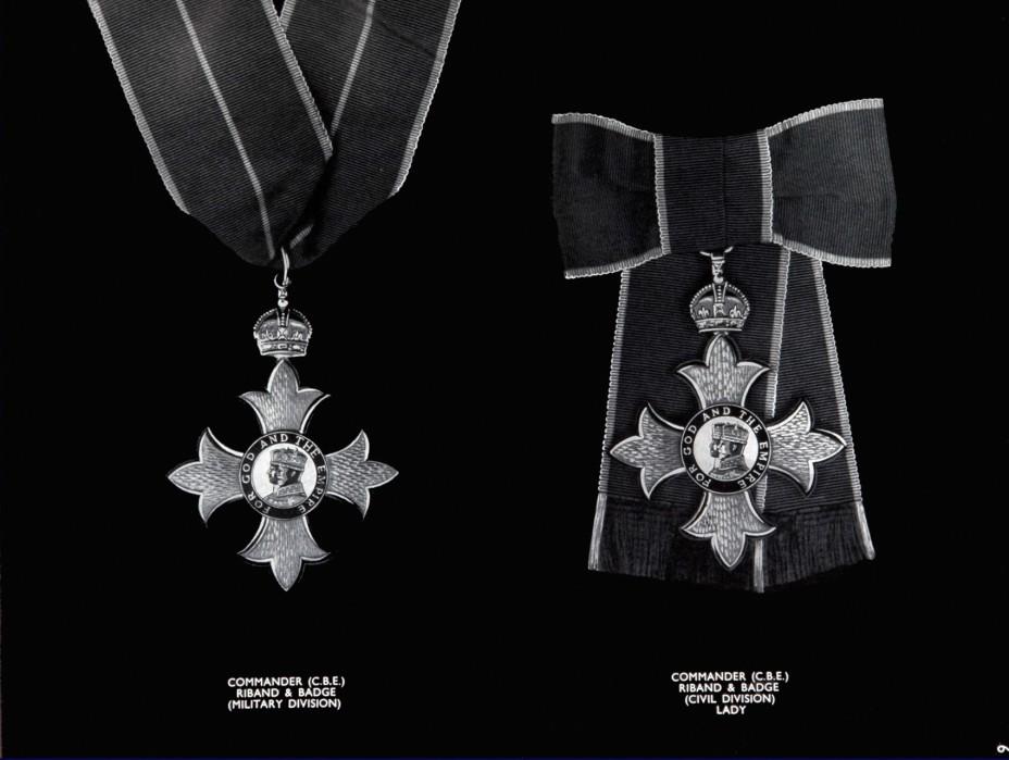 commander riband and badge